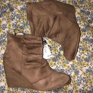 Tan/brown wedge booties!